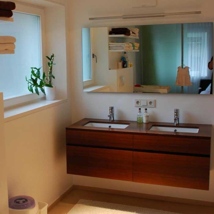 Mobili bagno in legno moderni, specchi di design o dallo stile classico